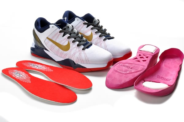 Blanc Nike Zoom Kobe VII Chaussures de basket-ball d'or/Rouge